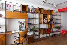 trinca, lindão, vasos, verde, lindo, mesa, home office, mesa retrátil, bar, bar escondido, bar retrátil, madeira, vergalhão, bmestudio, bm estúdio, arquitetura, design, estante modular, moveis modulares, moveis aço, aço, ferro