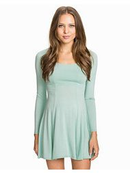 http://nelly.com/uk/womens-fashion/clothing/party-dresses/club-l-essentials-200146/long-sleeve-jersey-dress-714735-3795/