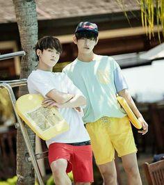 Jungkook y V de vacaciones.
