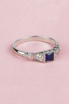 Expertly crafted using the original vintage jewellery design of the era, this Art Deco Square Sapphire Ring with Romantic Heart Motif is a sought-after style. #LondonVictorianRingCo #LVRC #London #artdecoring #vintagering #bluesapphirering #gemstones #heart #finejewellery #jewellery #ring #platinumring Square Engagement Rings, Floral Engagement Ring, Vintage Engagement Rings, Motif Art Deco, Art Deco Stil, Unique Diamond Rings, Gold Diamond Wedding Band, Art Deco Ring, Unusual Art