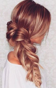 Beautiful messy braid, perfect for summer look.