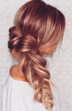 Hermoso peinado sofisticado y delicado perfecto para cualquier ocasión.