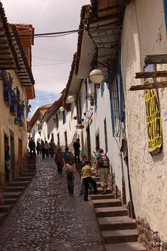 "Colonial streets of Cusco, Peru (by Paseos).  Peru is high on my list of ""want to go"" places!"