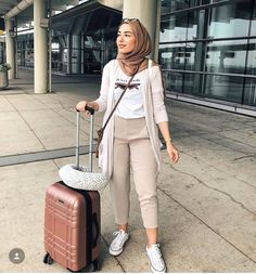 traveling style-Hijab styles in bright shades – Just Trendy Girls Modern Hijab Fashion, Street Hijab Fashion, Hijab Fashion Inspiration, Muslim Fashion, Fashion Outfits, Women's Fashion, Fashion Trends, Hijab Casual, Hijab Chic