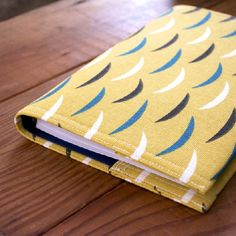 No more ugly plastic planners! learn how to make a cute calendar cover with this…