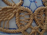 A few people have asked me about Romanian Point Lace so I thought I would post a tutorial. Romanian Point Lace Ornament I taught m. Crochet Doily Patterns, Crochet Doilies, Crochet Lace, Russian Crochet, Irish Crochet, Needle Lace, Bobbin Lace, Bruges Lace, Romanian Lace