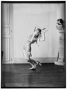 View of Italian-born Irish dancer Lucia Joyce as she dances, She was the daughter of Irish author James Joyce and his wife, Nora Barnacle. Get premium, high resolution news photos at Getty Images James Joyce, World Photography, Dance Photography, Portrait Photography, Lucia Joyce, Dance News, Vintage Photos Women, Vintage Pictures, Berenice Abbott