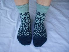Ravelry: Project Gallery for Fields of Flowers pattern by Sarah Bordelon Crochet Socks, Knitted Slippers, Wool Socks, Knitted Bags, Knit Crochet, Crochet Granny, Loom Knitting Patterns, Knitting Stitches, Knitting Tutorials