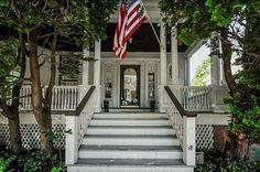18 Rhode Island Ave, Newport, RI 02840