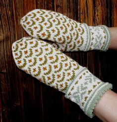 Hey, I found this really awesome Etsy listing at https://www.etsy.com/listing/153689904/hand-knitted-wool-mittens-latvian