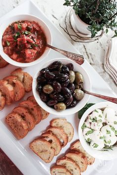 Bruschetta, Olives and Marinated Fresh Mozzarella Balls with Crostini Toast Dinner Party Recipes, Snacks Für Party, Appetizers For Party, Dinner Ideas, Simple Dinner Party Menu, Birthday Dinner Recipes, Dinner Parties, Birthday Dinners, Bruchetta