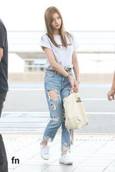 Fashion Idol, Blackpink Fashion, Kpop Fashion Outfits, Swag Outfits, Korean Outfits, Fashion Pants, Casual Outfits, Girls Ripped Jeans, Ripped Jeans Outfit