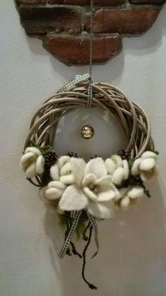 ghirlanda in lana cardata