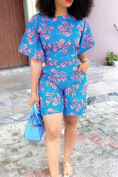 Half Sleeve Round Neck Tops and Shorts Floral Print Set African Dresses For Women, African Wear, African Attire, African Fashion Dresses, Fashion Outfits, African Outfits, African Clothes, Ghanaian Fashion, African Style