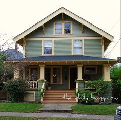 Good Craftsman Style Exterior Colors.  Found on Flickr, The Daily Bungalow.