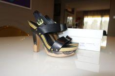 Sandálias pretas Yves Saint Laurent Tacão 7cm, compensado 2cm