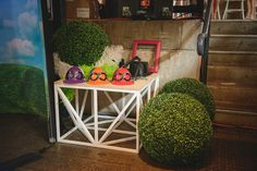 Funky decor by Decorative Events & Exhibitions for the Melbourne Cup @ Simmer on the Bay.