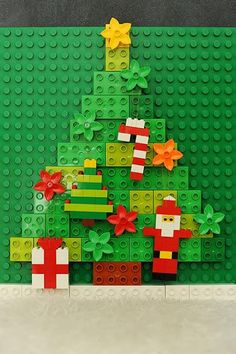 If you are looking for fun and easy craft ideas for kids. Then check these 23 DIY Lego craft ideas today. These are ultimate DIY Ways To Reuse Old Legos. Lego Christmas Ornaments, Noel Christmas, Christmas Decorations, Christmas Ideas, Christmas 2017, Holiday Decorating, Lego Duplo, Lego Activities, Christmas Activities
