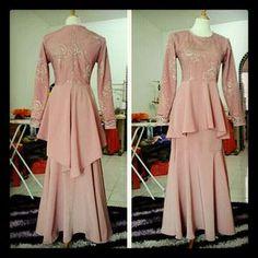 fashion baju kurung moden terkini - Penelusuran Google French Lace, Kebaya, Indian Dresses, Fashion Details, Traditional Outfits, Hijab Fashion, Peplum, Party Dress, Womens Fashion