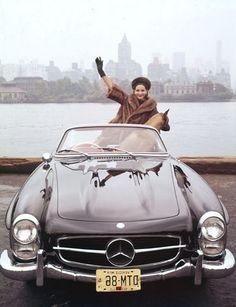Love the car, love the dog, love the fur coat! I was so born in the wrong era. NYC. Skyline of New York, 1962