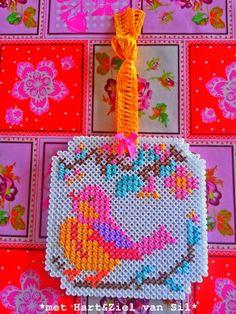 ~Borduurwerk gemaakt op een strijkkralen-matje gemaakt door mijzelf~