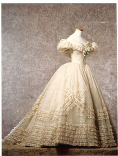 Trendy Wedding Dresses Ball Gown Victorian Skirts Source by fashion dress Vintage Outfits, Vintage Gowns, Vintage Hats, Vintage Costumes, Victorian Gown, Victorian Fashion, Victorian Wedding Dresses, 1800s Fashion, Gothic Fashion