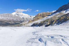GLACIAR ATHABASCA, CANADÁ - Com cerca de seis quilômetros de comprimento, o glaciar está localizado nas Montanhas Rochosas Canadenses, um dos picos gelados mais importantes da região e o mais visitado da América do Norte.