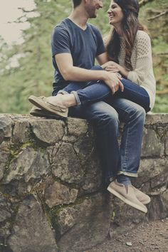 20 Non-Cheesy Poses for Your Engagement Shoot | Bridal Musings Wedding Blog 16