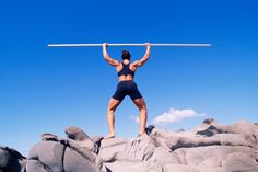 ¿Qué es CrossFit Total?. CrossFit Total es una serie de tres ejercicios combinados en una prueba de fuerza que fue creado por el entrenador de levantamiento de peso Mark Rippetoe en 2006 para la comunidad CrossFit. Consiste en sentadillas (squat), prensa tras nuca (overhead press) y peso muerto ...