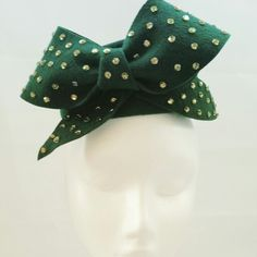 Winter hat with bow and swarovski crystal detail Big Bows, Felt Hat, Fascinator, Swarovski Crystals, Winter Hats, Anna, Bling, Headpieces, Green