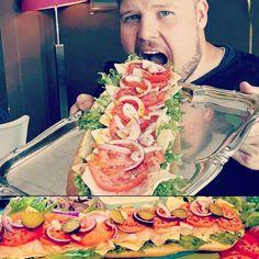 Tiesitkö muuten, että käytämme jätti- Philly Hoagieissa Bonred punaista palmuöljyä? Se on aivan parasta!!! Leipä taas on Rostenin leipomon leipää. Eli siis tuoretta ja lähiruokaa 😉 @bonred_palm_oil @rosten_leipomo_deli  #pinkvanilladesserts #turku #hoagies #hoagie #subway #sandwich #rosten #lähiruoka #lähiruokaa #bonred #bonredpalmoil Subway Sandwich, Mexican, Ethnic Recipes, Food, Essen, Meals, Yemek, Mexicans, Eten