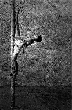 CAPT_DE:CAPT_US: Asien , Indien , Kampfsport , India , Kerala , Kollam , sport , Kalari payattu , flying warriors , Indian martial arts, masters from Sivam healing centre , where Kalari is practiced as a body and mind experience , swfoto , (c) 2006 Tomasz Gudzowaty / yours gallery / Agentur Focus CAPT_FR: (DATE: 00000000) / LUZphoto