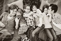 great pose for a family of 6 Large Family Poses, Fun Family Photos, Family Of 6, Family Posing, Family Portraits, Photography Business, Image Photography, Family Photography, Photography Poses