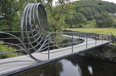 Beatufiul morphing rail by Chris Brammall - Staveley footbridge