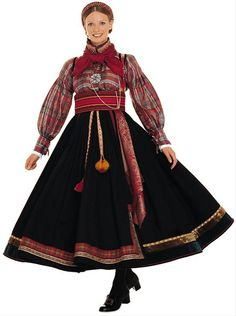 Hello all, today I am returning to Telemark, one of the richest provinces in terms of folk art and costume in Norway. Telemark has. Traditional Fashion, Traditional Dresses, Norwegian Clothing, Costume Ethnique, Native Wears, Costumes Around The World, Folk Clothing, Folk Costume, Scandinavian Style