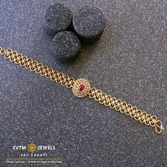 Overstate your classy look with this gold bracelet prettified in an uncut Diamond pattern. Overstate your classy look with this gold bracelet prettified in an uncut Diamond pattern. Gold Chain Design, Gold Bangles Design, Gold Earrings Designs, Gold Jewellery Design, Necklace Designs, Gold Jewelry Simple, Zara, Uncut Diamond, Diamond Pattern