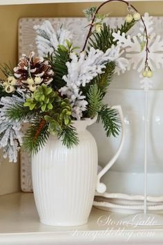 Here are some easy peasy, low or no cost, fast ideas to get your halls decorated in no time at all... and a few last minute tips to boot.
