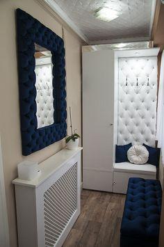 Steppelt, kék bársony tükör, amely jól mutat előszobában is. Dressing Room Decor, Vanity Set, Mattress, Closet, Furniture, Design, Home Decor, Chairs, Elegant
