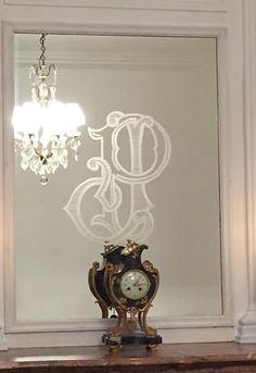 #Gravure sur miroir# réalisée en étroite collaboration avec les clients. Dessin# fait sur mesure. Custom Glass, Glass Etching, Drawing Drawing