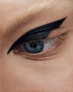 Augen Make-up vi Anna Engvall - Close up - Edgy Makeup, Makeup Eye Looks, Eyeliner Looks, Makeup Inspo, Makeup Art, Makeup Inspiration, Androgynous Makeup, Black Eyeliner, Makeup Geek