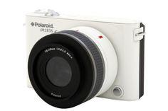 POLAROID IM1836  Eine Androidkamera ist nicht ganz neu. Samsung und Nikon haben sich bereits in diese Gefilde gewagt. Neu ist allerdings die Kombination Android mit Systemkamera und Wechselobjektiven. Und da schickt sich ausgerechnet die gebeutelte Marke Polaroid an, den Markt zu revolutionieren.