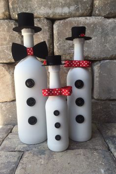 Items similar to Snowman/Snowman Family/Frosty the Snowman/Family Decorations/Christmas Decoration/Winter Decoration/Recycled Bottle/Handmade Decoration on Etsy Glass Bottle Crafts, Wine Bottle Art, Painted Wine Bottles, Diy Arts And Crafts, Holiday Crafts, Diy Crafts, Handmade Decorations, Christmas Decorations, Christmas Wine Bottles