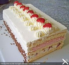 Erdbeer – Sahne – Torte Strawberry cream cake, a delicious recipe from the category Pies. Strawberry Cream Cakes, Strawberry Cake Recipes, Strawberries And Cream, Food Cakes, Cupcake Cakes, Baking Recipes, Dessert Recipes, Beaux Desserts, Sweet Roll Recipe