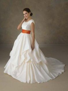 col rond avec des manches et à l'orange robes de mariage de couleur châssis