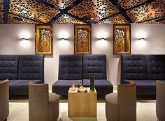 Todas las terminaciones metálicas que acompañan el diseño, son color champaña. | Galería de fotos 5 de 9 | AD MX