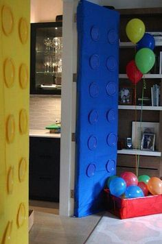 Lego birthday party decoration. Use a table cloth and painted paper plates!