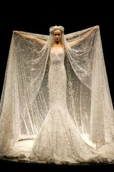 Crikey! What a wedding dress this would be! Scare the guests! lol! It's amazing.