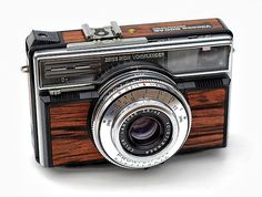 Google Image Result for http://weddingphotography.com.ph/wp-content/uploads/2011/02/21-vintage-cameras-a-buyer-s-guide-for-photographers-zeiss-ikon-voigtlander-vitessa-500-AE-electronic.jpg