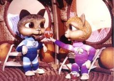 Pa a Pi 1-78, 78 x 9´, 1986-1989 Kombinovaný /animovaný a hraný/ seriál pre deti s komentárom Kataríny Šulajovej, Petra Krajčoviča a Olda Hlaváčka zo života zvierat. Mačička Pi a kocúrik Pa si hľadajú vo vesmíre priateľov. Pristávajú na Zemi a postupne sa zoznamujú s rôznymi druhmi zvierat, v každej časti s jedným druhom. Ich sprievodcom v tajuplnom svete zvierat je počítač umiestnený na ich lodi – Vševed. Výtvarník: Duša Miroslav Réžia: Sobota Miroslav, Borovička Václav Pavel