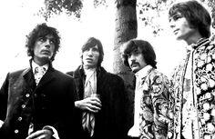 LR Syd Barrett Roger Waters e Nick Mason Rick Wright de Pink Floyd posar para um retrato de grupo em 11 de setembro de 1967 em Copenhagen, Dinamarca